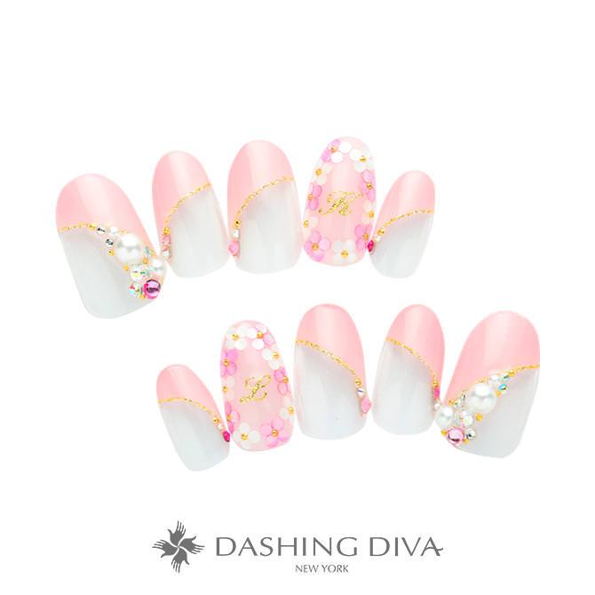 ピンクの斜めフレンチ×ワンカラーにフラワーやストーンを散りばめたブライダルネイル