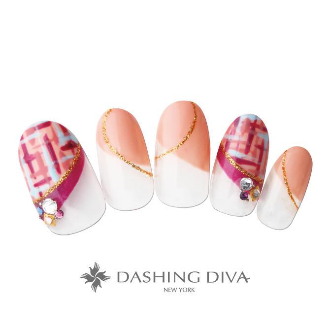 指元を繊細に飾るツイードをフレンチと組み合わせた大人ネイル