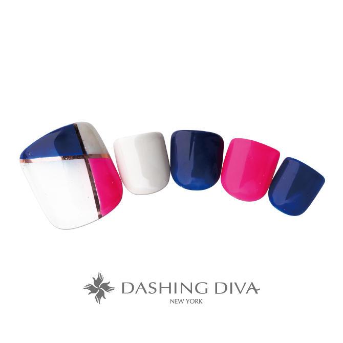 ブロック柄と明るい配色のコンビネーションで足元を鮮やかに彩るネイル