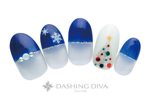 ブルーのストレートフレンチとツリーのクリスマスネイル