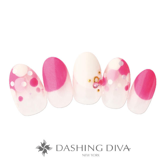 ピンクと白の配色を大小のドットで柔らかな印象にアレンジしたネイル
